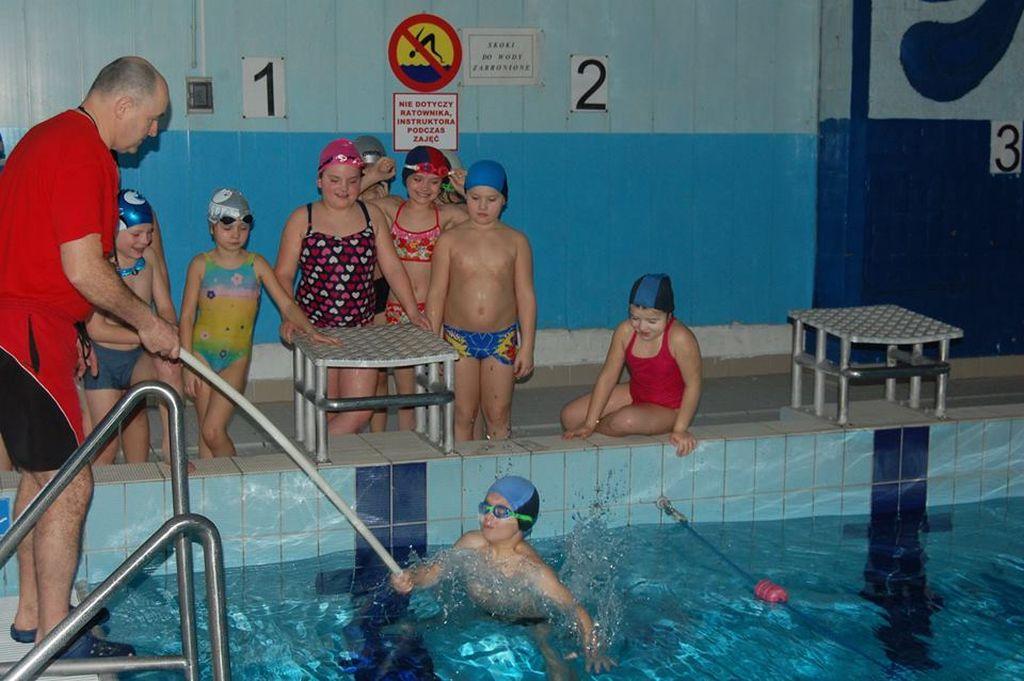 Dzieci z Bażanówki uczą się pływać FOTO
