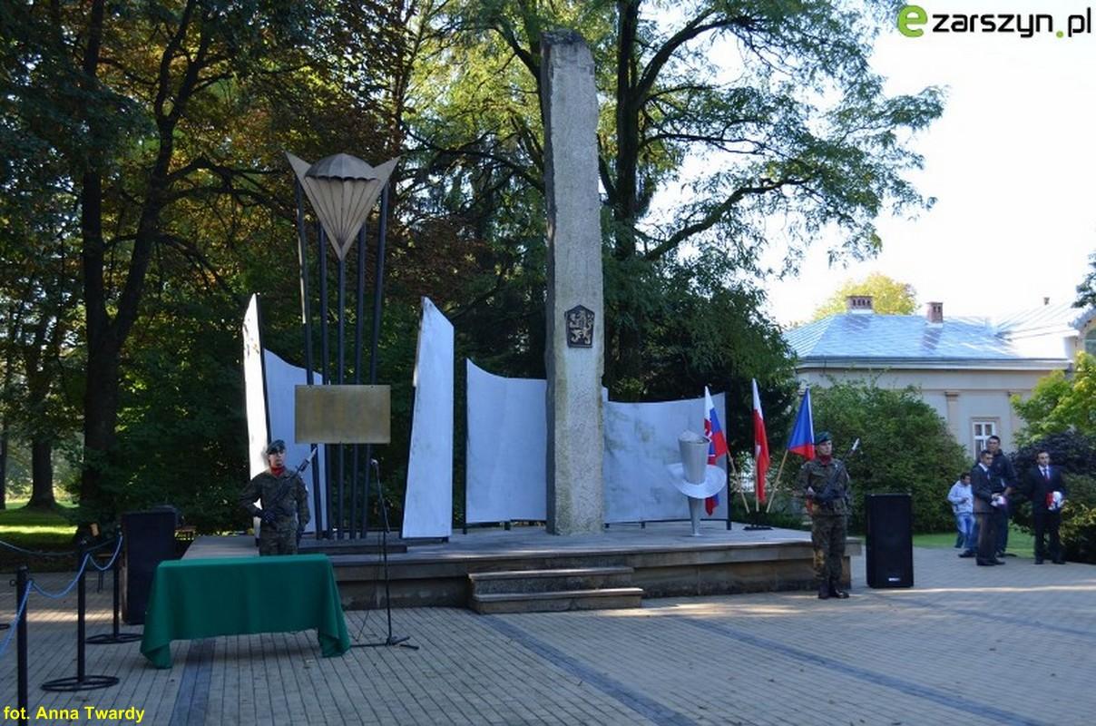 Ku pamięci poległych w Bitwie Karpacko-Dukielskiej – relacja z uroczystości w Nowosielcach FOTO