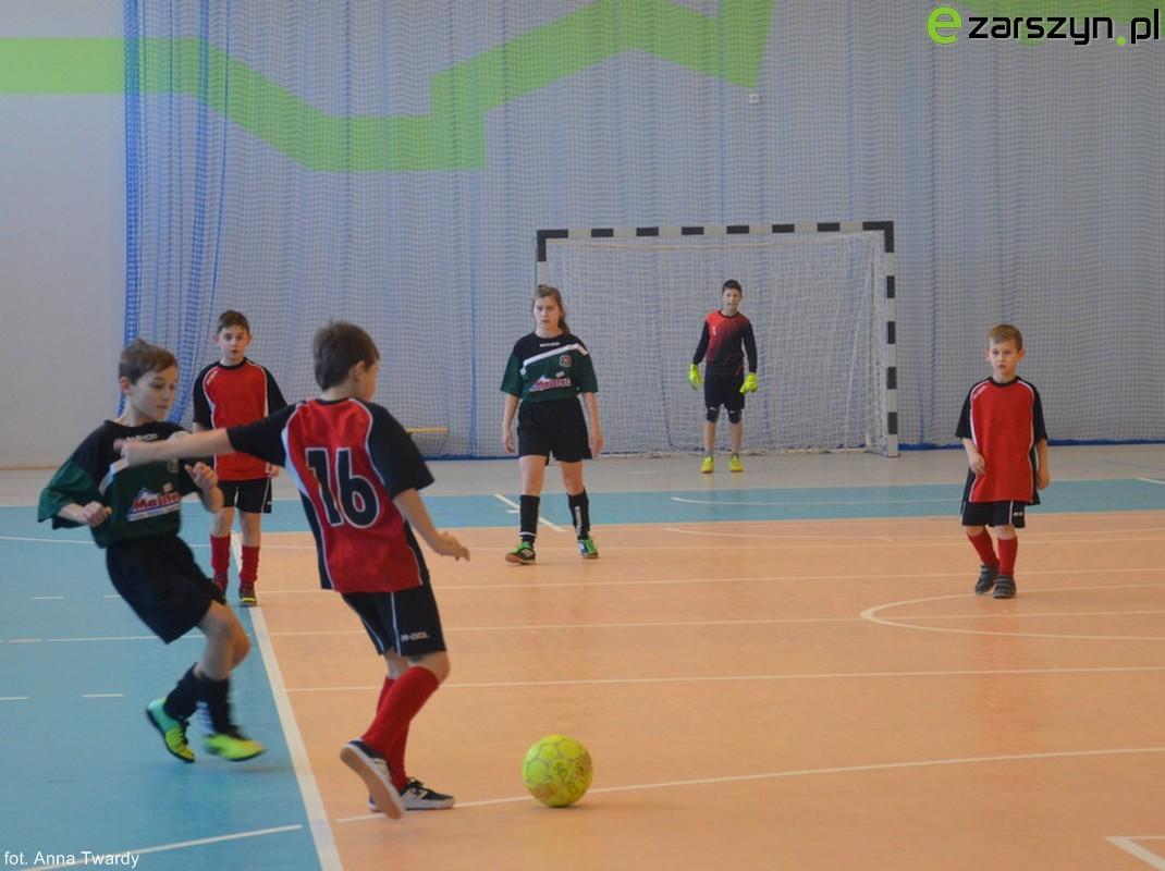 Drużyna z Bażanówki wygrywa Gminny Turniej Halowej Piłki Nożnej Młodzieżowych Drużyn Pożarniczych VIDEO